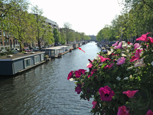 Romantic houseboat in Amsterdam, courtesy of HomeExchange.com